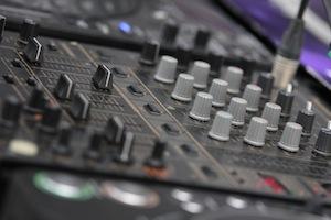 Indoor Hochzeit DJ, Outdoor Hochzeit DJ in Nieder-Olm mit Hochzeitsmusik und kostenlosen Hochzeitsplaylisten. Rufen Sie an: 06732-9331696